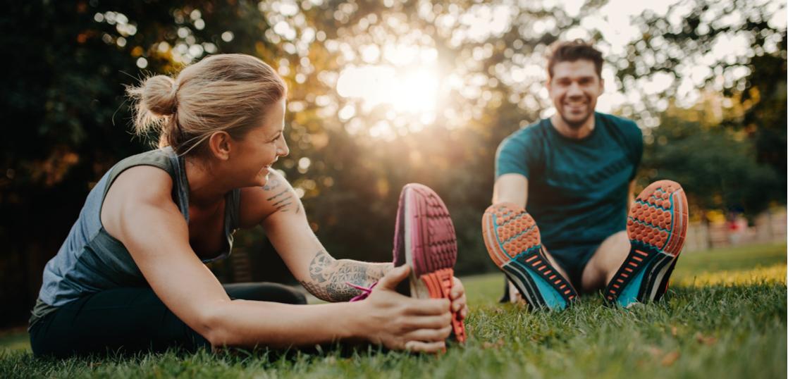 【筋トレ前のストレッチは有害】ストレッチ(静的)は筋トレのパフォーマンスを最大30%下げることが研究で証明された。